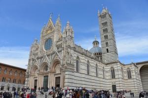 Facade of El Duomo in Siena