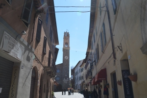 scene through alley toward Campo Del Fiore in Siena