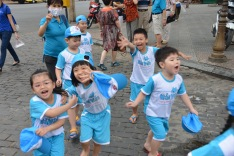 """School kids yelling out """"Hello!"""""""
